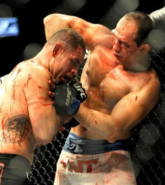 Cain Velasquez defends UFCtitle